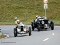 Team Bentley beim Überholen des Amilcar M3 von Jürgen Zanetti am Jochpass Memorial 2015