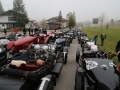 Das Feld der Vorkriegswagen im Zielgelände am Jochpass Memorial 2015