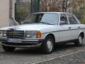 Mercedes-Benz-240-D-2
