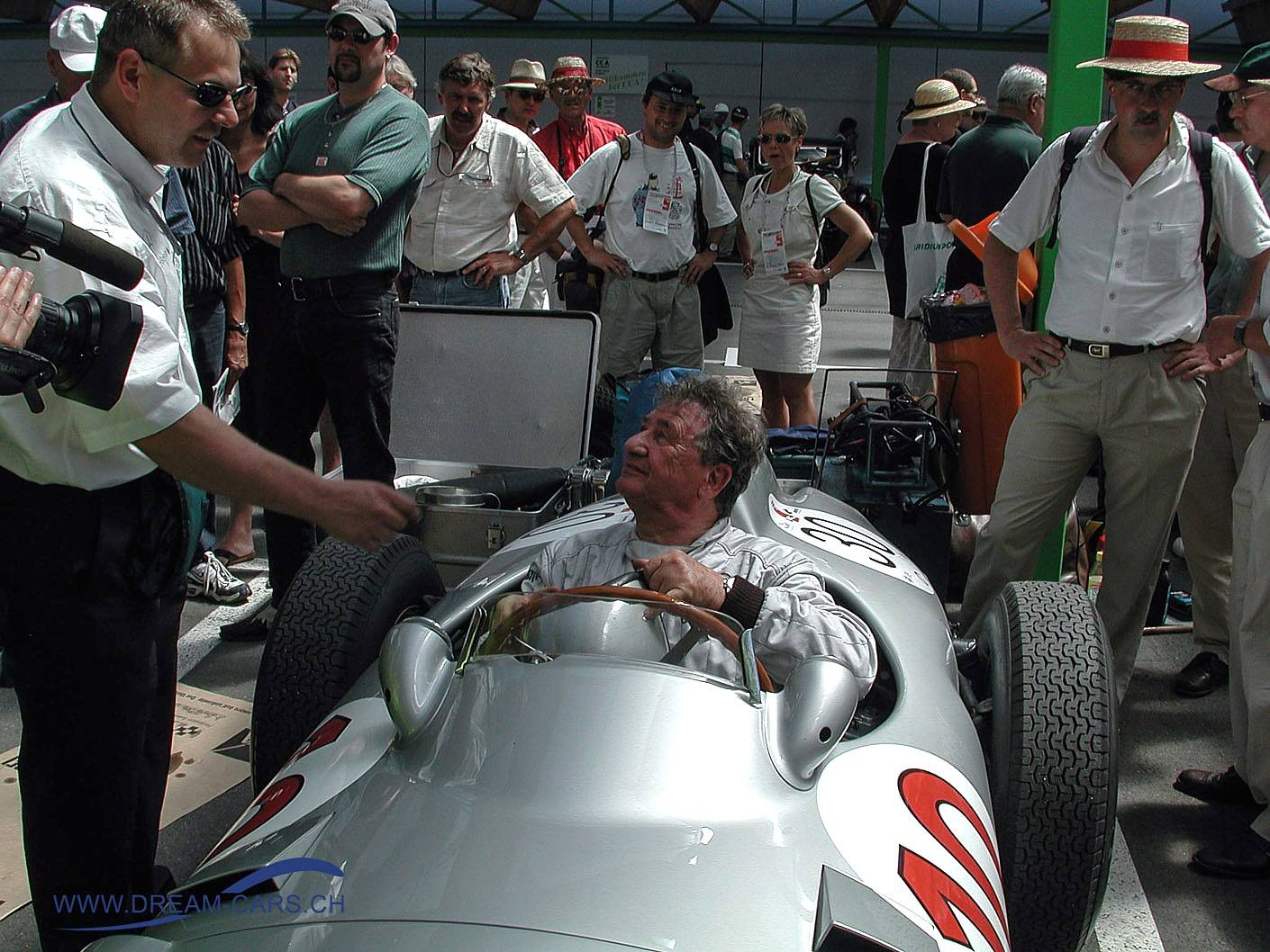 Hans Herrmann im Mercedes-Benz W 196 R am Grand Prix Bern Revival 2001