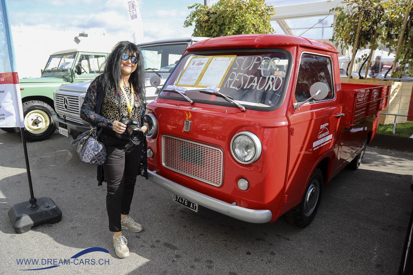 Auto e Moto d'Epoca Padua, 25. - 28. Oktober 2018. Ela Lehmann vor dem kleinen Fiat-Transporter