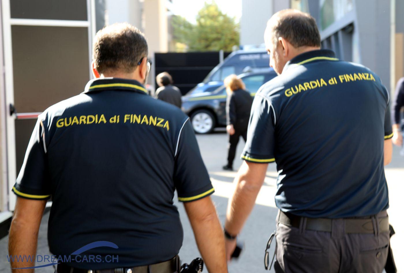 Diese beiden Herren kamen wohl eher nicht zum Oldtimer-Kauf an die Auto e Moto d'Epoca in Padua