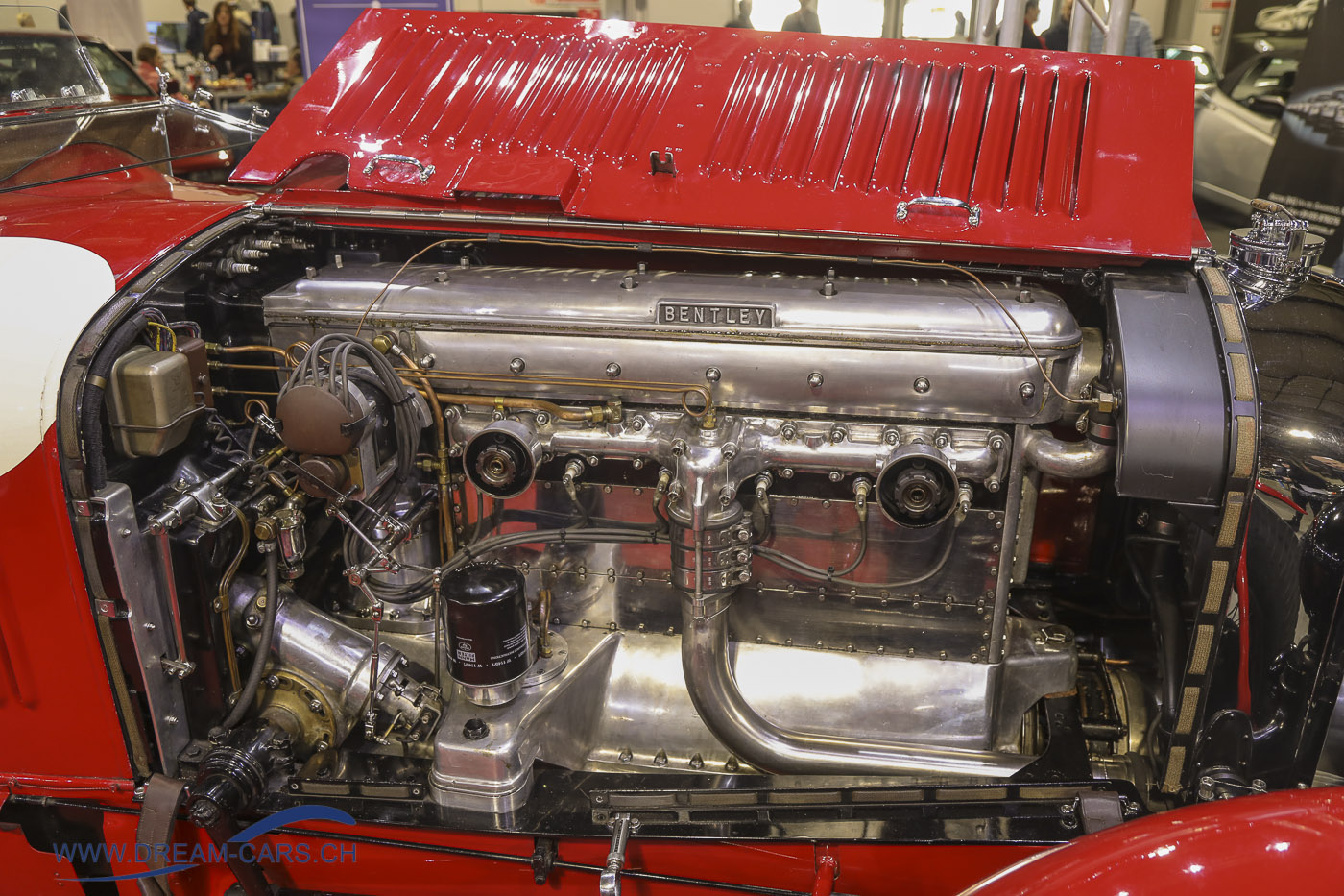 Ein Kunstwerk ist der 8 Liter-Motor mit Kompressor des Bentleys
