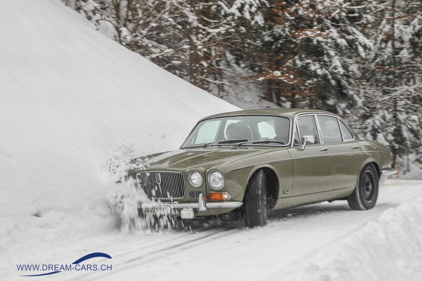 Jaguar XJ 12 auf Schnee und Eis