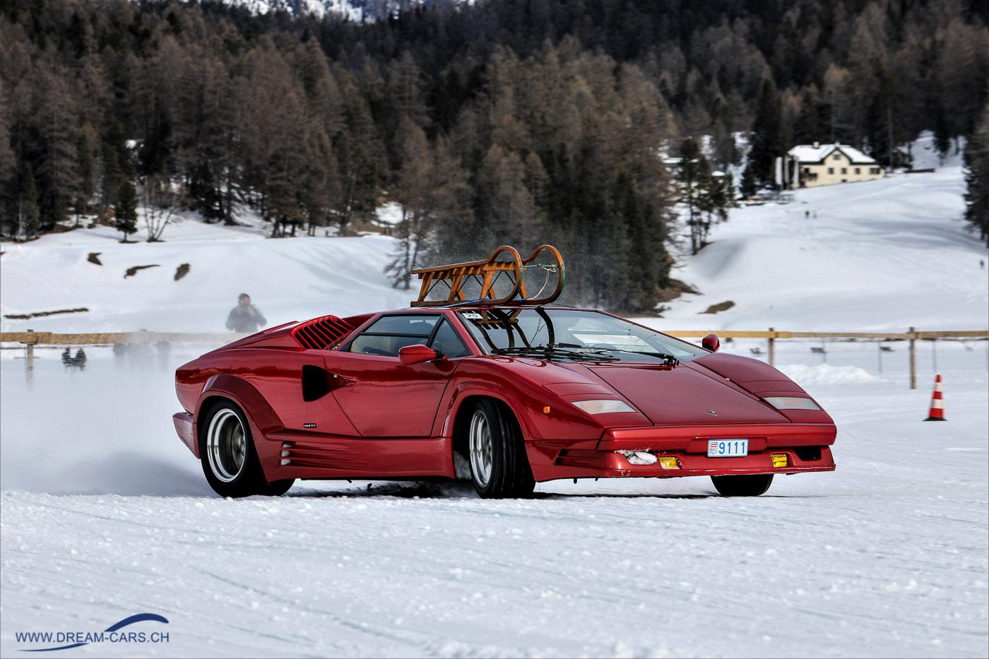 Lamborghini Countach mit Schlitten am The Ice in St. Moritz