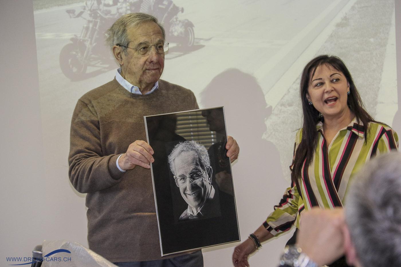 Una giornata con Mauro Forghieri, 15.03.2019, Modena. Ing. Mauro Forghieri mit einem Bild von Sandra Malagoli (links)