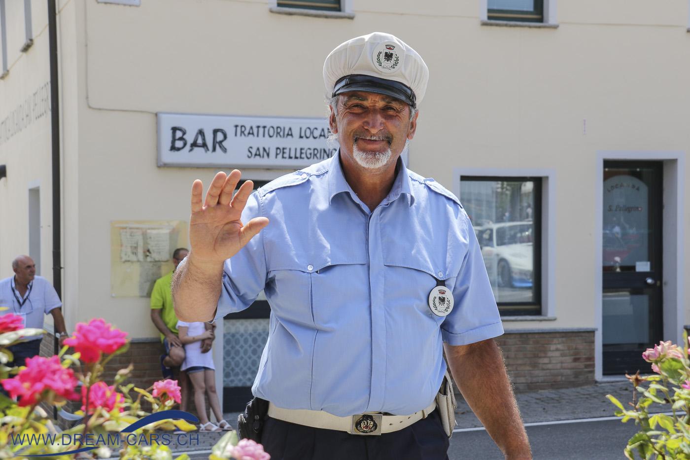 Einer der freundlichsten Polizisten in ganz Italien