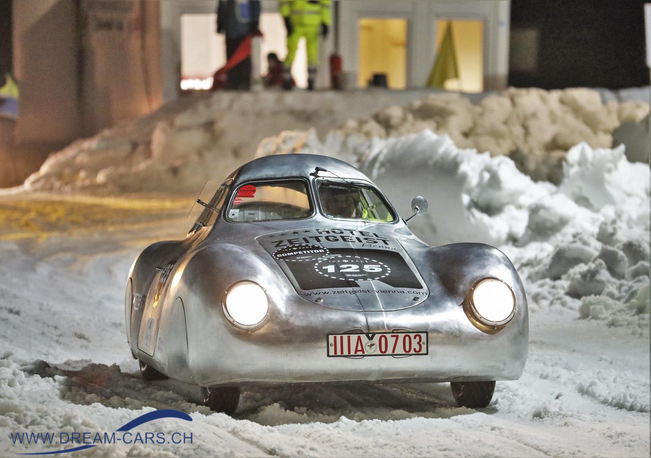 GP Ice Race, Zell am See, 1. und 2. Februar 2020. Der nachgebaute Volkswagen Typ 60 KF 10, auch genannt Berlin-Rom-Wagen. Michael Barbach brachte diesen Wagen nach Zell am See.