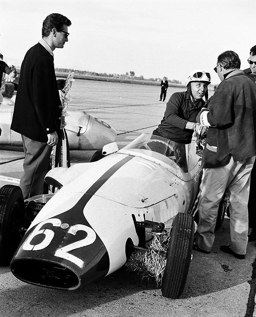 Der Sieger des Flugplatzrennens in Linz 1960, Kurt Ahrens mit seinem Stanguellini. Bild von Kurt Ahrens zur Verfügung gestellt