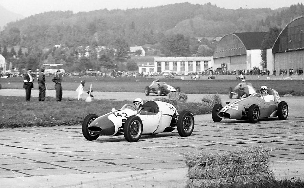 Flugplatzrennen Klagenfurt 1960. Ahrens, Grandsire, Siffert und Bandini. Bild: Archiv Kurt Ahrens