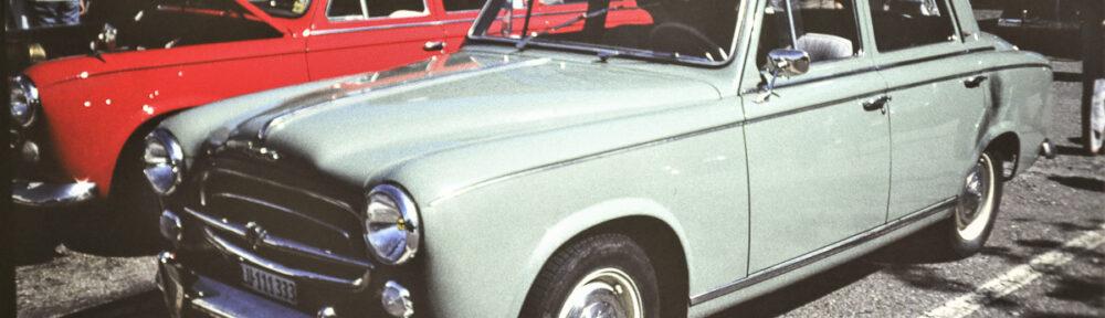 FNA Jahrestreffen, Freunde Nostalgischer Autos, Parkplatz Möbel Pfister, Suhr, September 1987. Zwei Peugeot 403, einer davon ein Feuerwehr-Kombi. Beide Fahrzeuge sind heute in Deutschland unterwegs.
