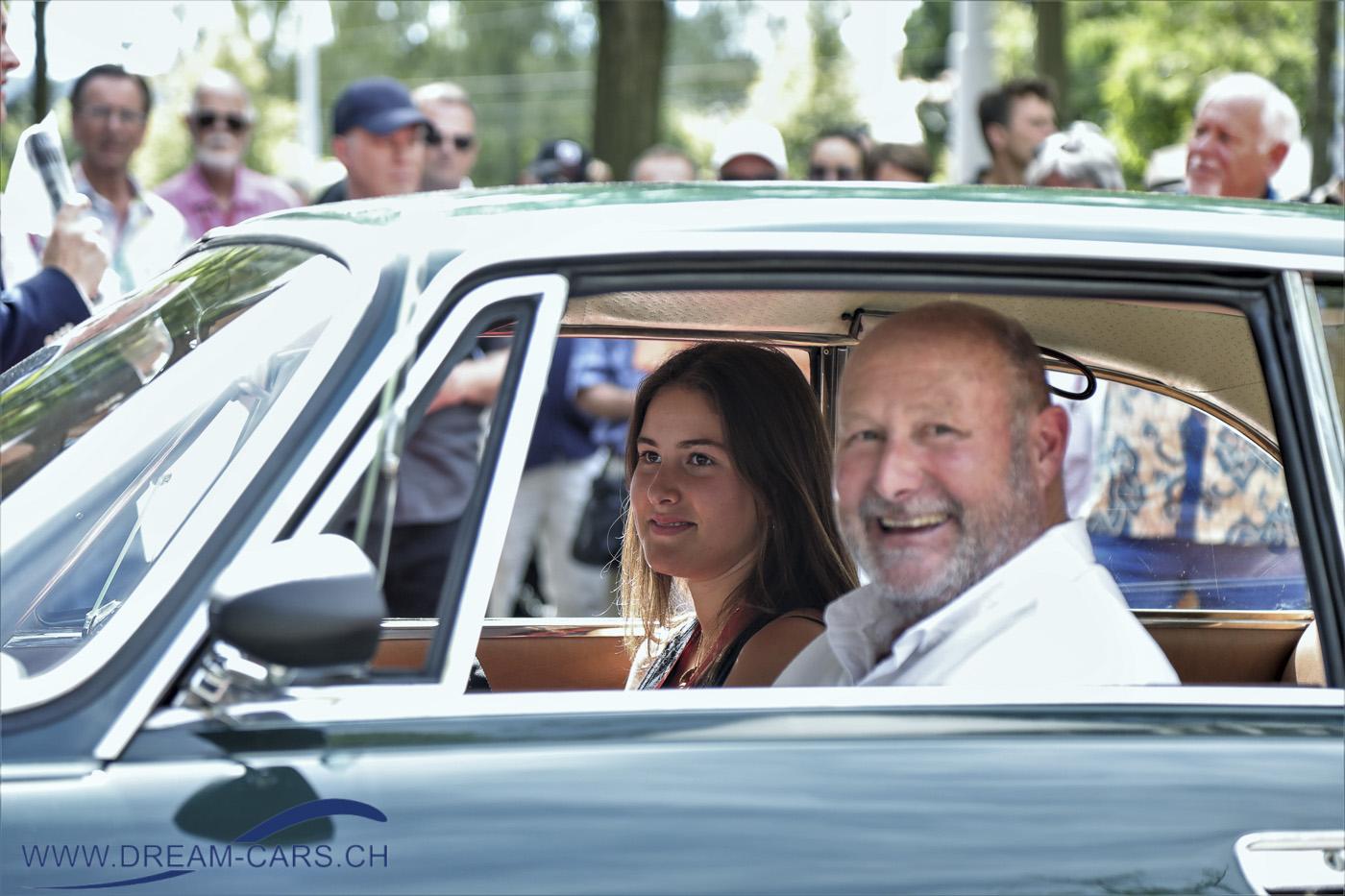 ZCCA - Zurich Classic Car Award, Bürkliplatz Zürich, 19. August 2020. Den 2. Platz in der Kategorie 110 Jahre Alfa Romeo, der 1300 Junior von 1966. Die Besitzerin, Vivienne Moser, darf noch gar nicht fahren, deshalb sitzt der Papa, Alfred Moser, am Lenkrad.