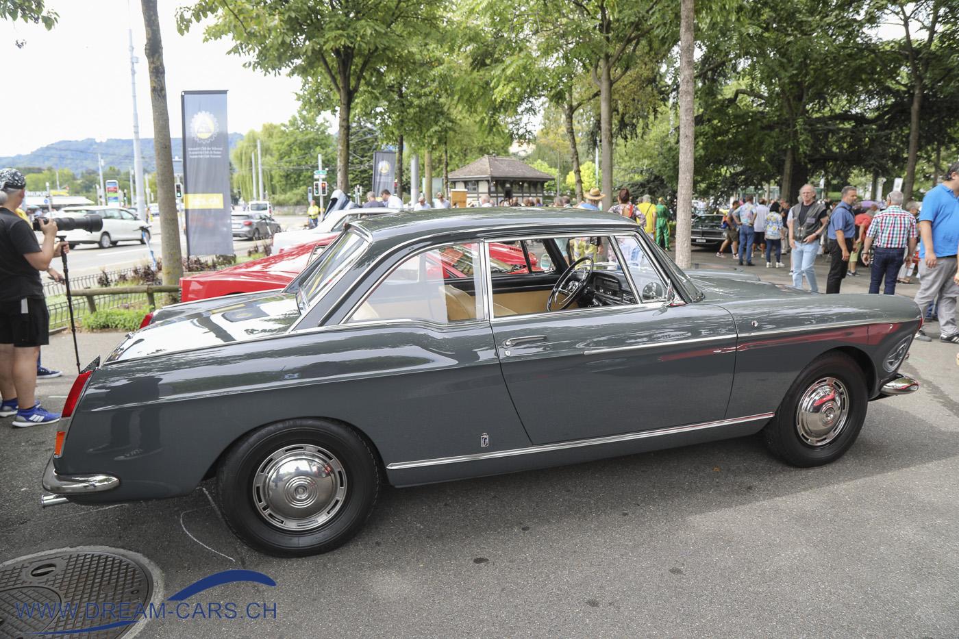 ZCCA - Zurich Classic Car Award, Bürkliplatz Zürich, 19. August 2020. Ein Peugeot 404 Coupé, von Peter Keller nach Zürich gebracht.
