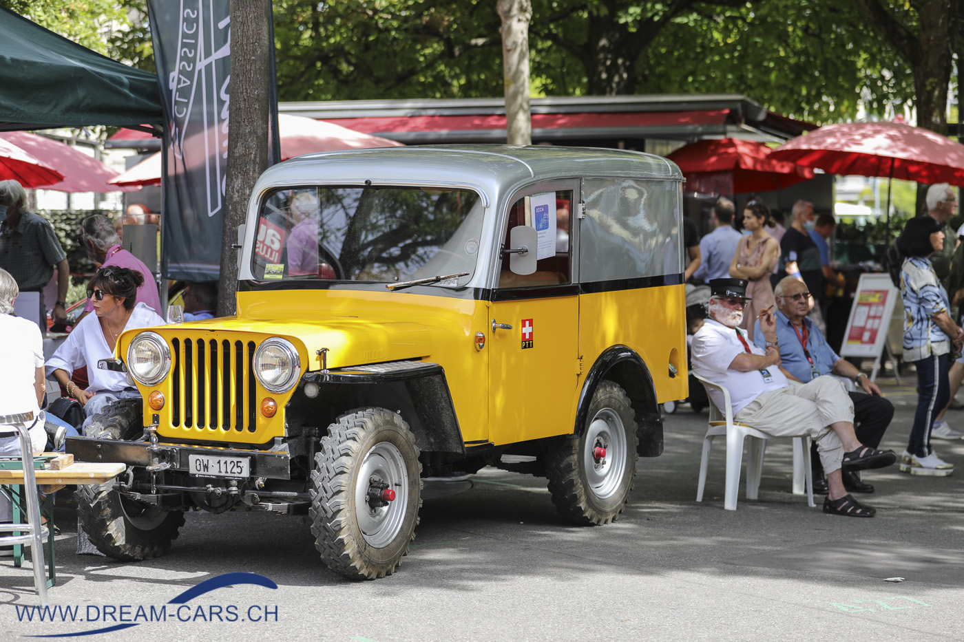 ZCCA - Zurich Classic Car Award, Bürkliplatz Zürich, 19. August 2020. Ruedi Müller aus Sarnen kam mit den Post-Jeep nach Zürich