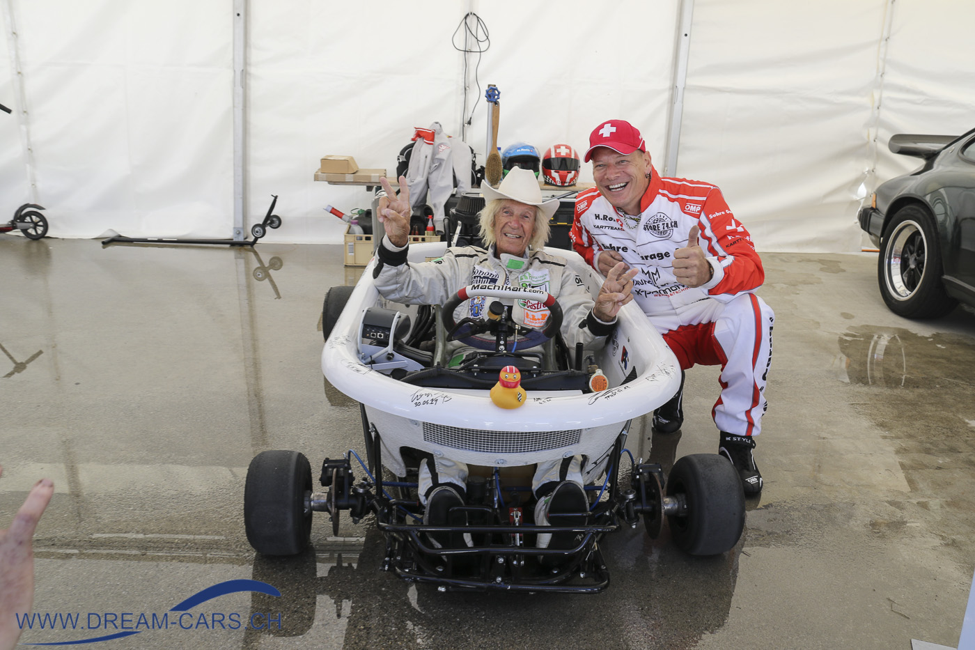 Arosa ClassicCar, 02. bis 05. September 2021. Arturo Merzario, sonst eher in schnellen Rennwagen unterwegs, in der schnellsten Badewanne der Welt.
