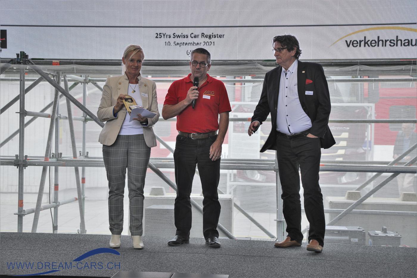 25-Jahr-Feier des Swiss Car Register, 10. September 2021 im Verkehrshaus Luzern. Edith Reddig, Präsidentin SCR, Remo Messmer und rechts Urs P. Ramseier