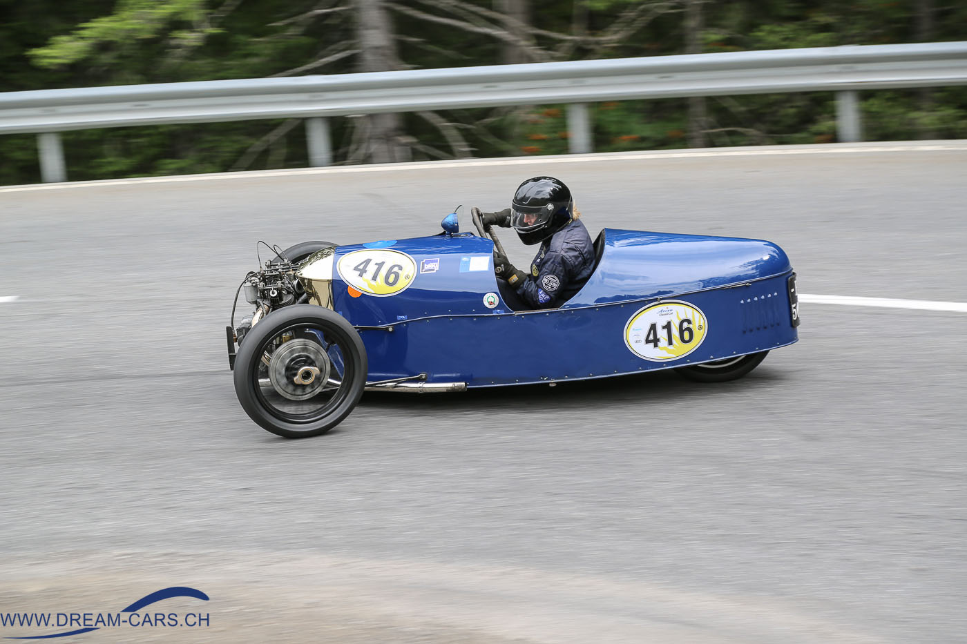 Arosa ClassicCar 2016. Sue Darbyshire auf einem Morgan Super Aero in der Linkskurve beim Posten 30