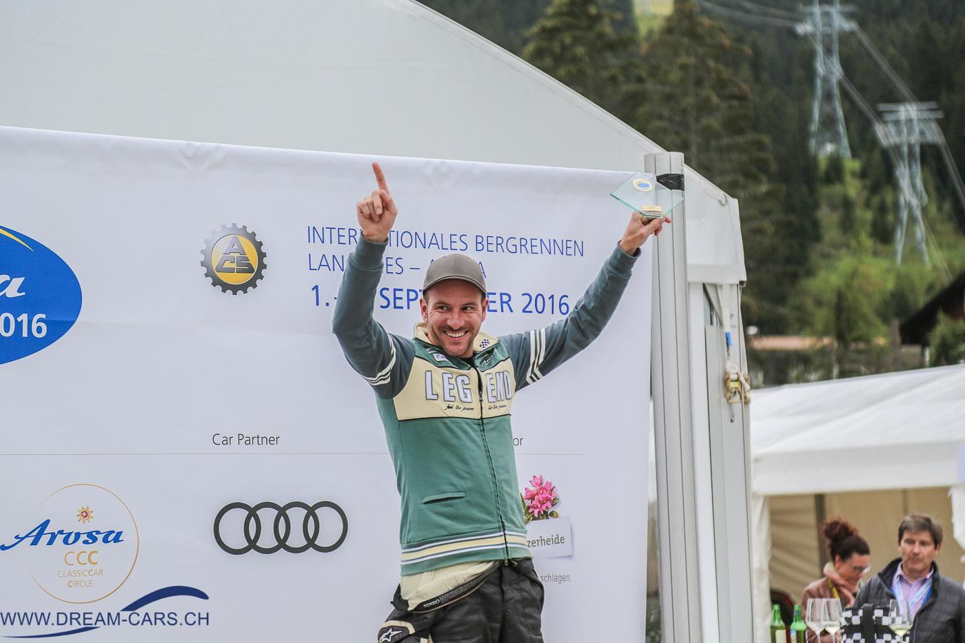 Arosa ClassicCar 2016 Thomas Amweg freut sich über seinen Sieg und den neuen Streckenrekord