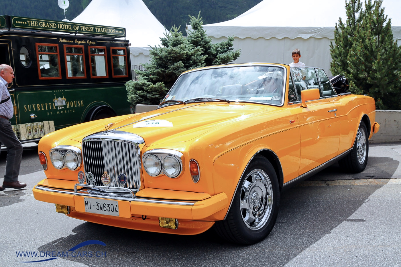Bentley Continental 1992 yellow