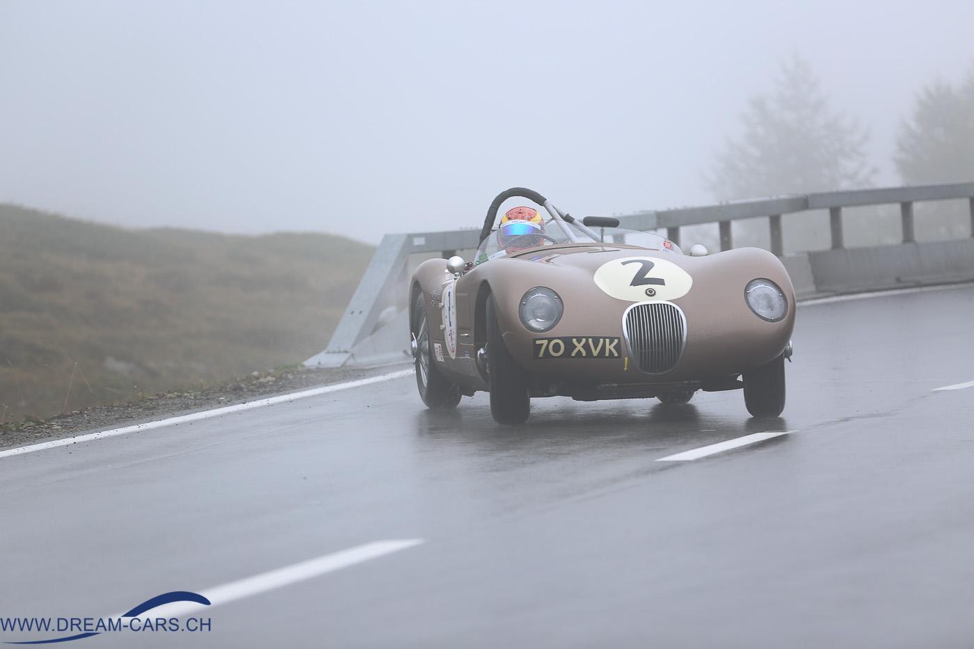 BERNINA GRAN TURISMO 2016. Chris Ward mit dem ex-Fangio Jaguar C-Type driftet spektakulär zum Posten 17
