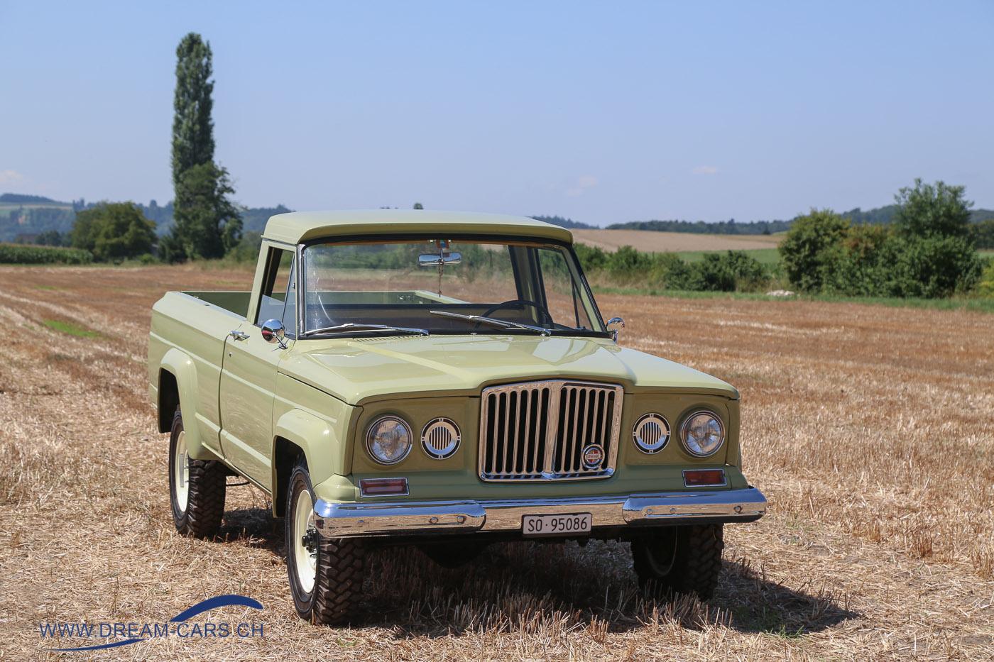 Oldtimertreffen Bleienbach, 29. Juli 2018. Ein Jeep Pickup aus den Sechzigerjahren in passender Umgebung
