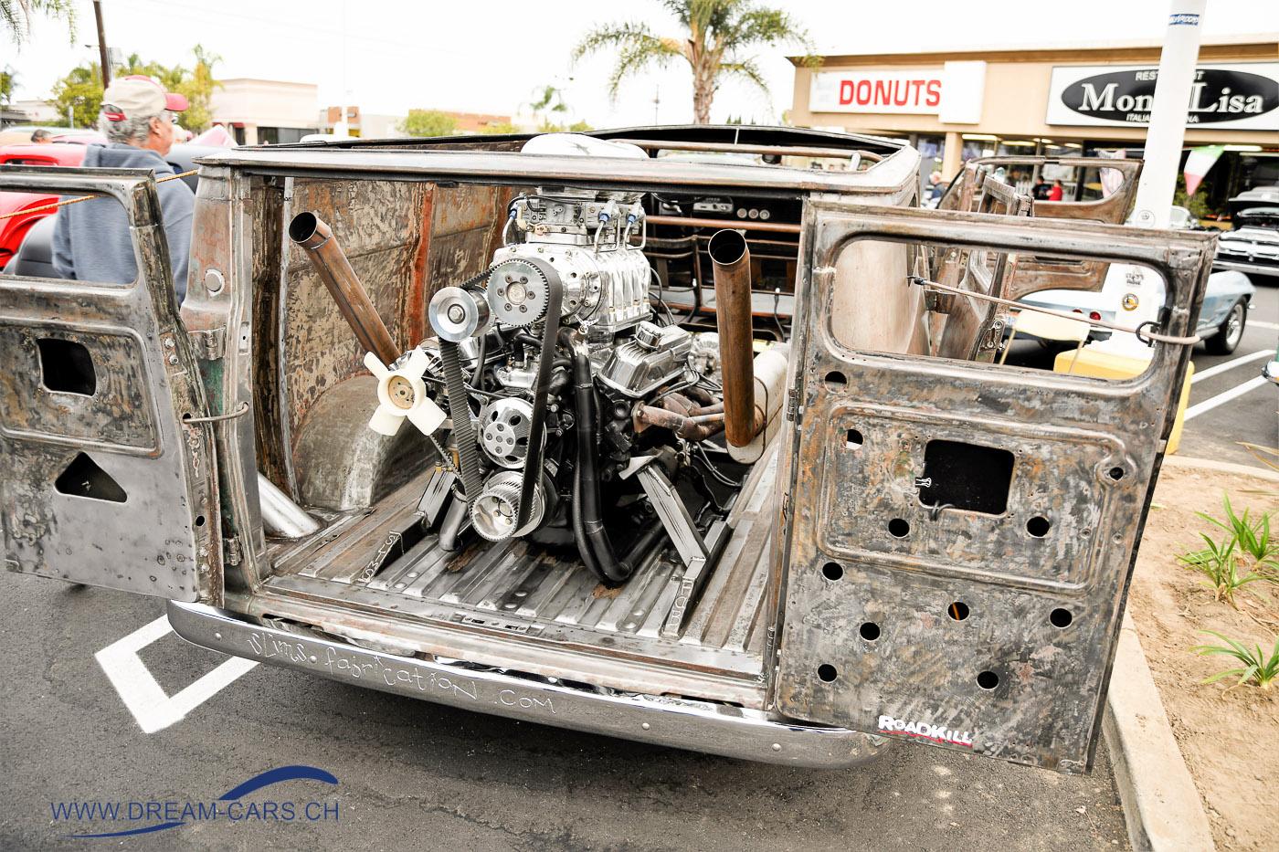 Donut Derelicts in Huntington Beach, CA. Nicht mehr ganz der Originalzustand des Dodge-Lieferwagens