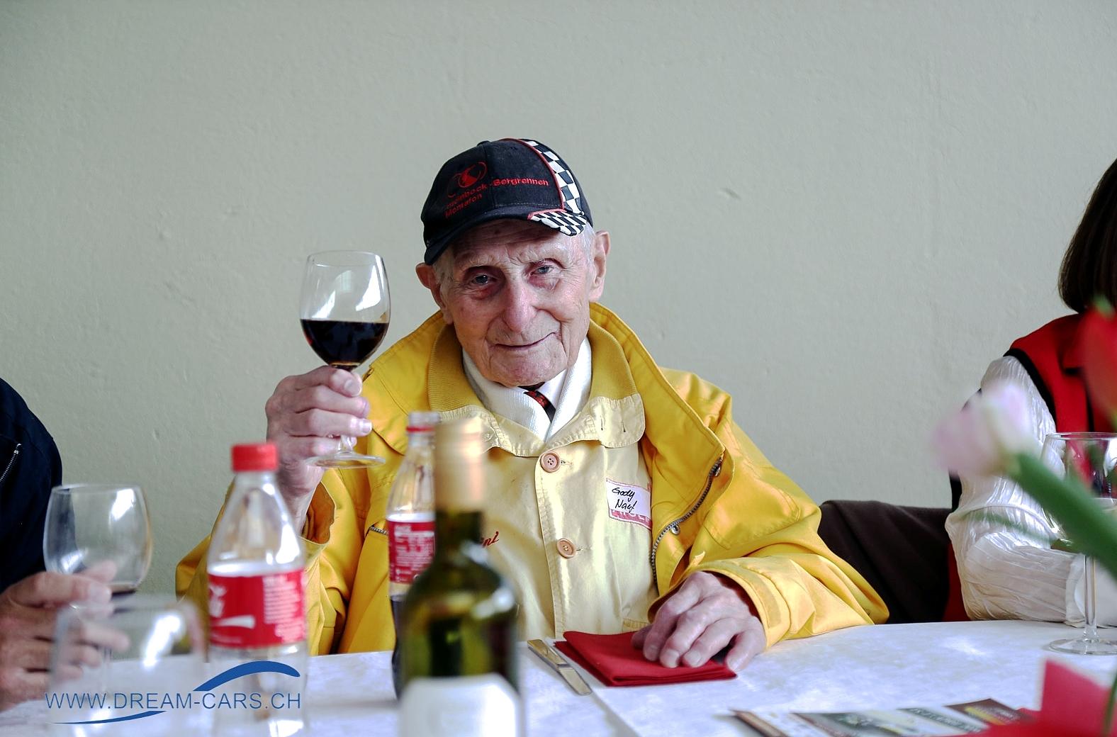 Gody Naef zum 99. Geburtstag. Alles Gute, Prost und auf viele weitere gefreute Jahre