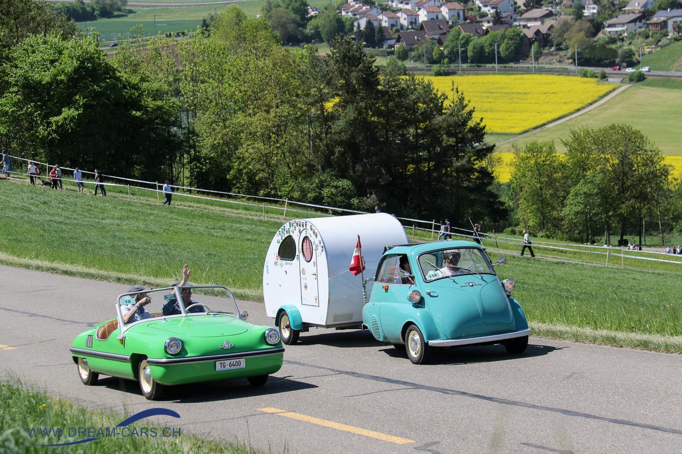 Victoria Spatz und BMW Isetta mit Wohnwagen