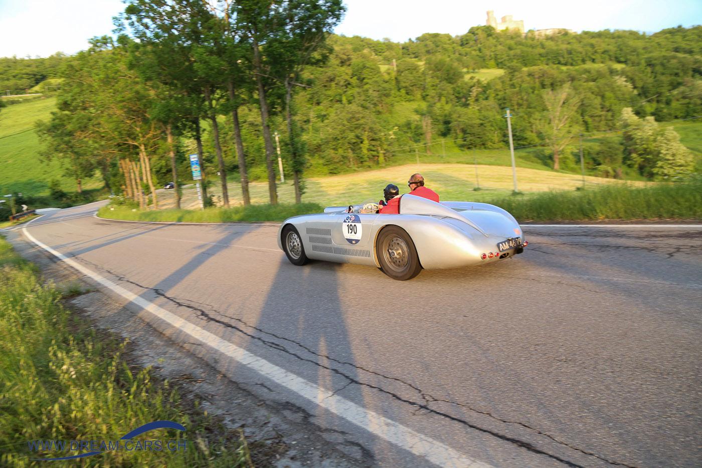 Mille Miglia 2017, 3. Tag Samstag, Etappe Rom - Parma. Der Veritas RS von 1949 in der Abendsonne bei Chiesa die Pratolino