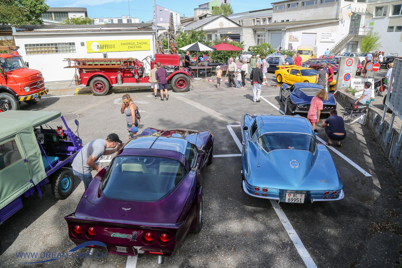 Oldtimer im Walzwerk, Münchenstein, 11. August 2018. Chevrolet Corvette, Haflinger und ein American La France Feuerwehr-Mannschaftswagen