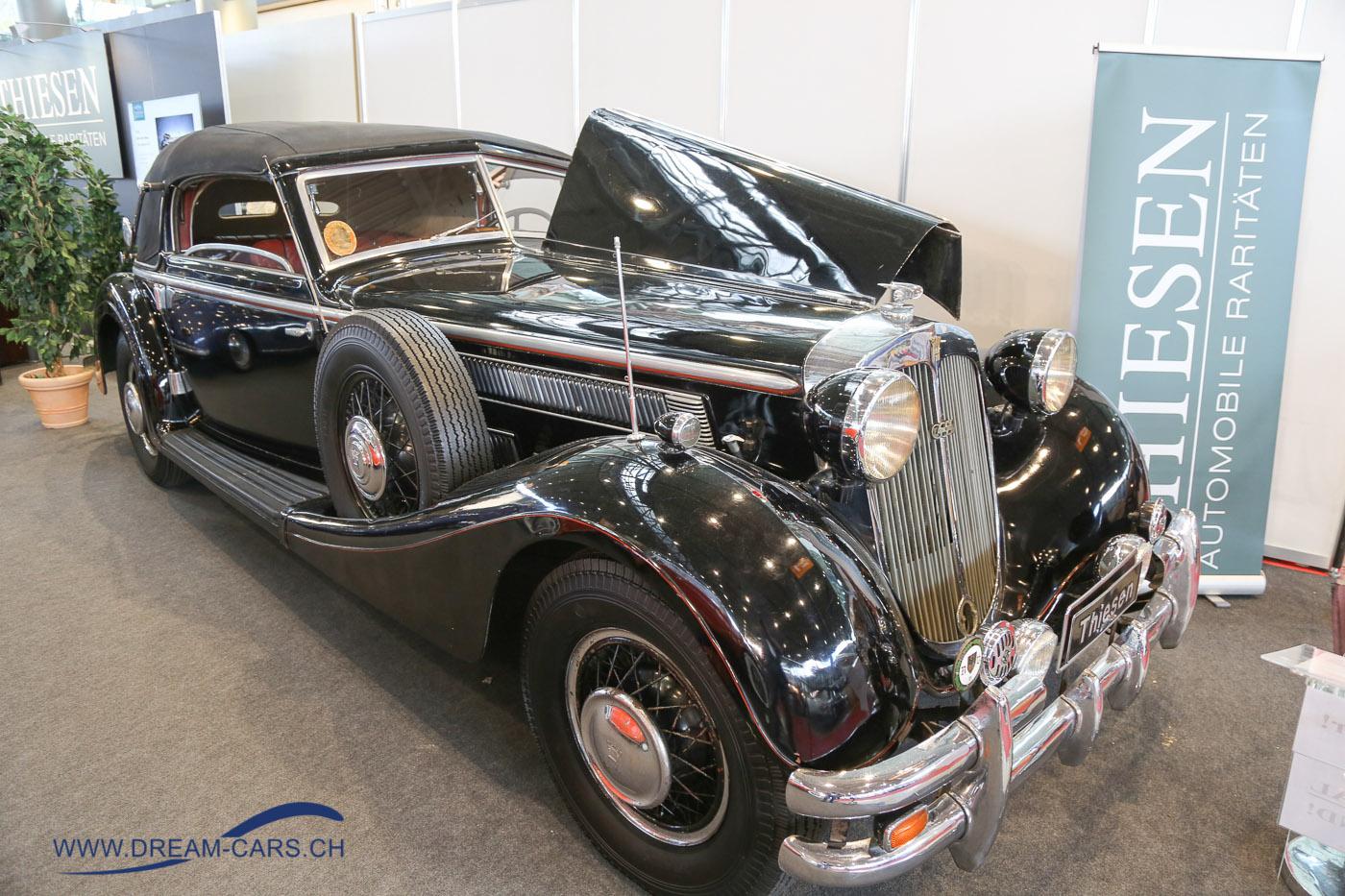 RETRO CLASSICS Stuttgart 2017. Ein Horch 853 Sport Cabriolet von 1938 aus Erstbesitz in unrestauriertem Originalzustand. Gemäss dem Anbieter Thiesen der originalste Horch weltweit. Der Wagen wurde niemals restauriert und es dürfte sich hier um einen der unberührtesten Horch 853 handeln, der noch mit seinem phantastisch erhaltenen 80 Jahre alten Originalleder ausgestattet ist