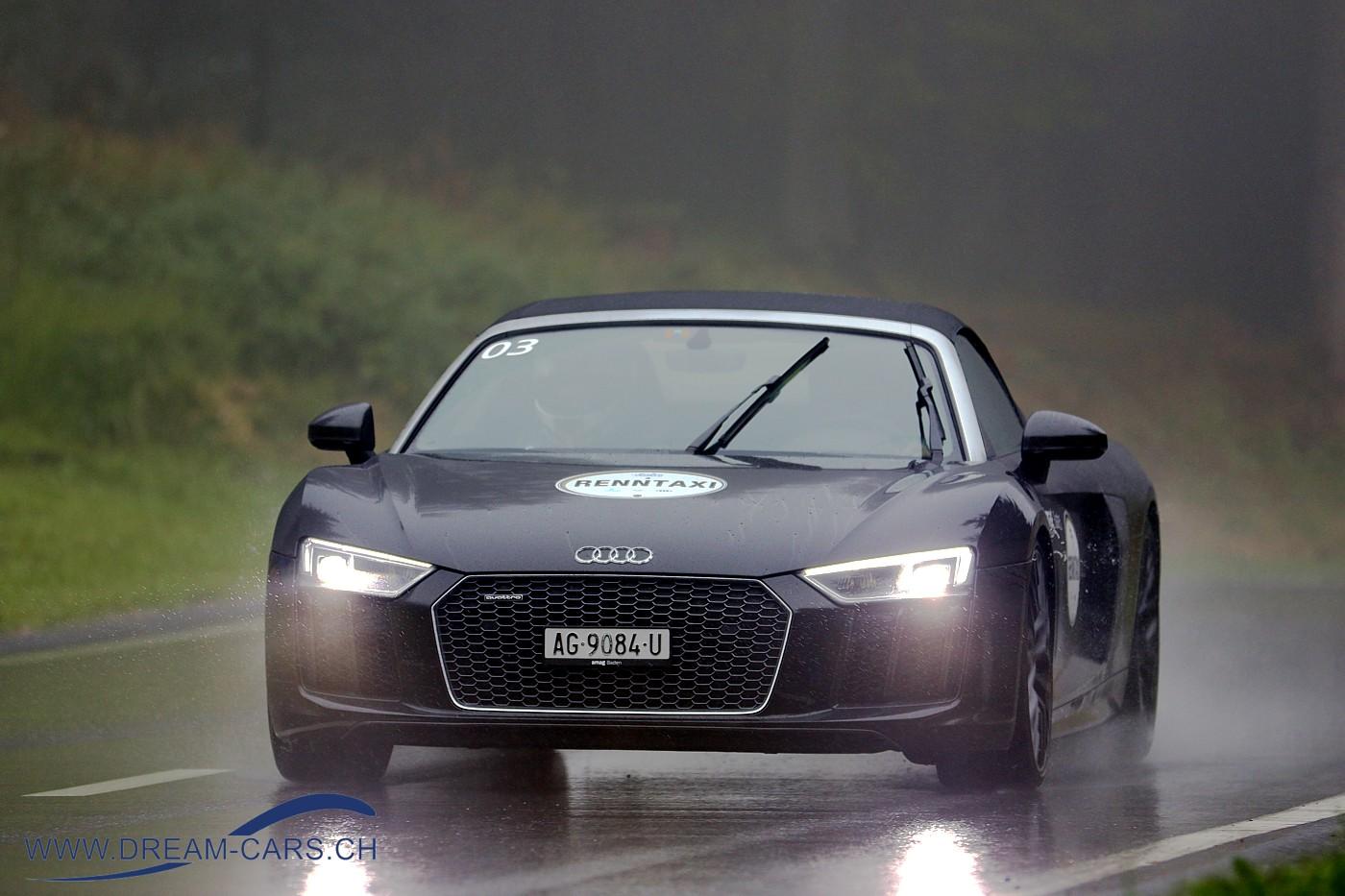 Ein Audi R8 im Einsatz an der Arosa ClassicCar 2018 als Renntaxi. Für 180 Franken konnten diese Fahrten gebucht werden, sicher ein einmales Erlebnis