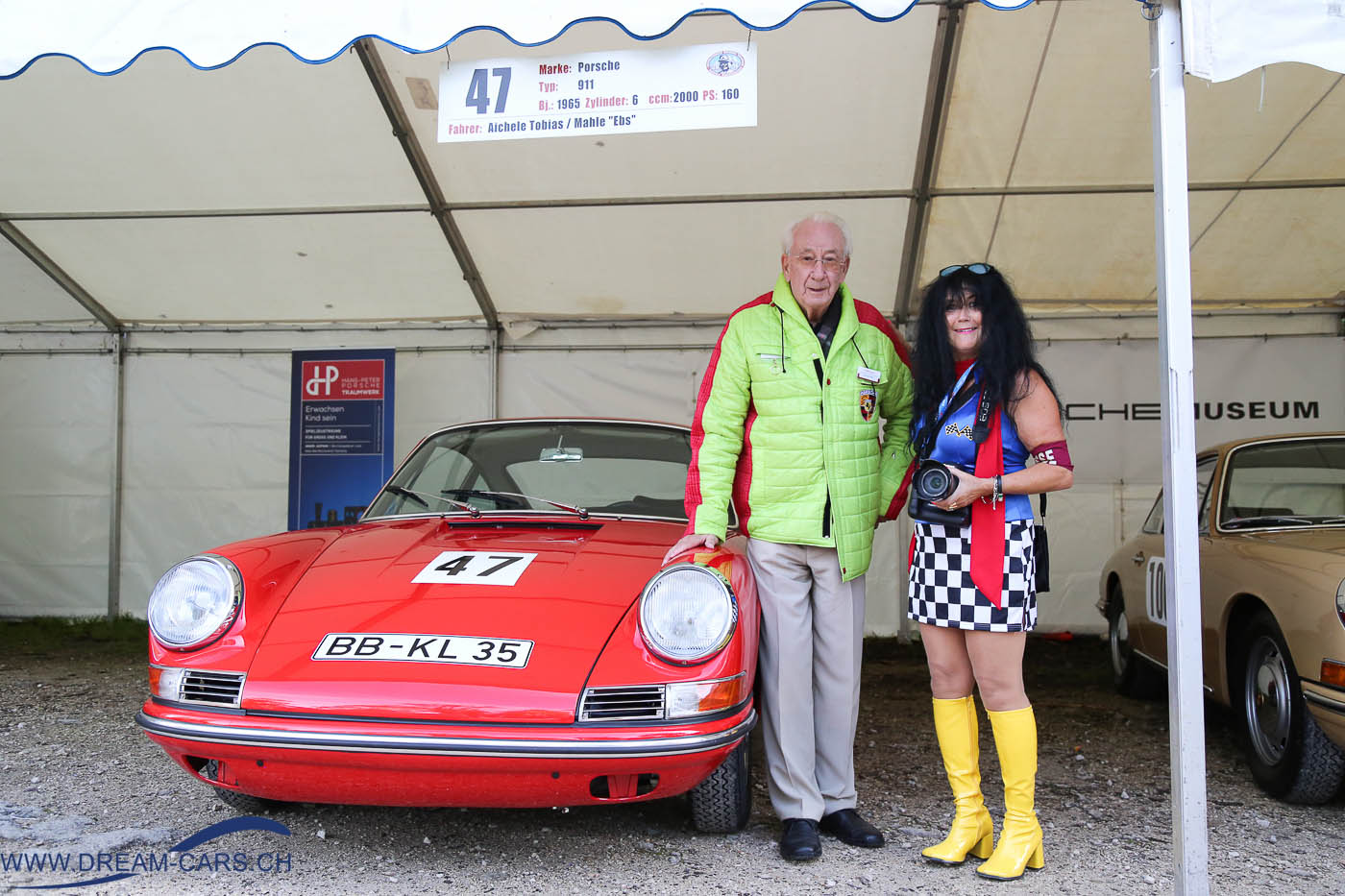 Rossfeldrennen 2016 Berchtesgaden. Eberhard 'Ebs' Mahle und Ela Lehmann vor dem Originalfahrzeug, mit dem 'Ebs' vor 50 Jahren das Rossfeldrennen bestritt