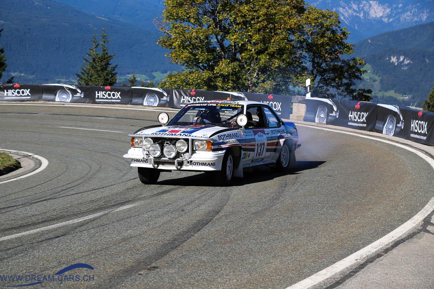 Rossfeldrennen 2016 Zielkurve Opel Ascona 400 ex Walter Röhrl in gekonntem aber sicheren Drift. Das mögen die Zuschauer