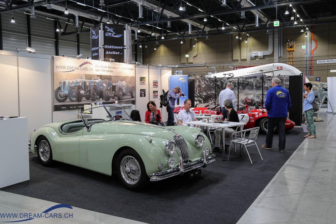 SWISS CLASSIC WORLD 2016, Messe Luzern. Unser Stand mit dem Jaguar XK 140 OTS und dem Lola T70 Spyder von Toni Seiler