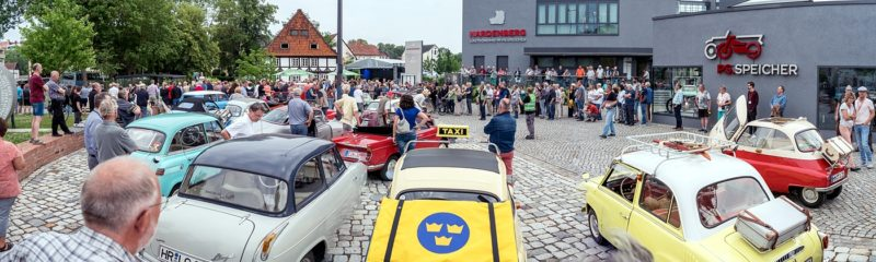 Die Kleinwagen vor dem PS.SPEICHER in Einbeck