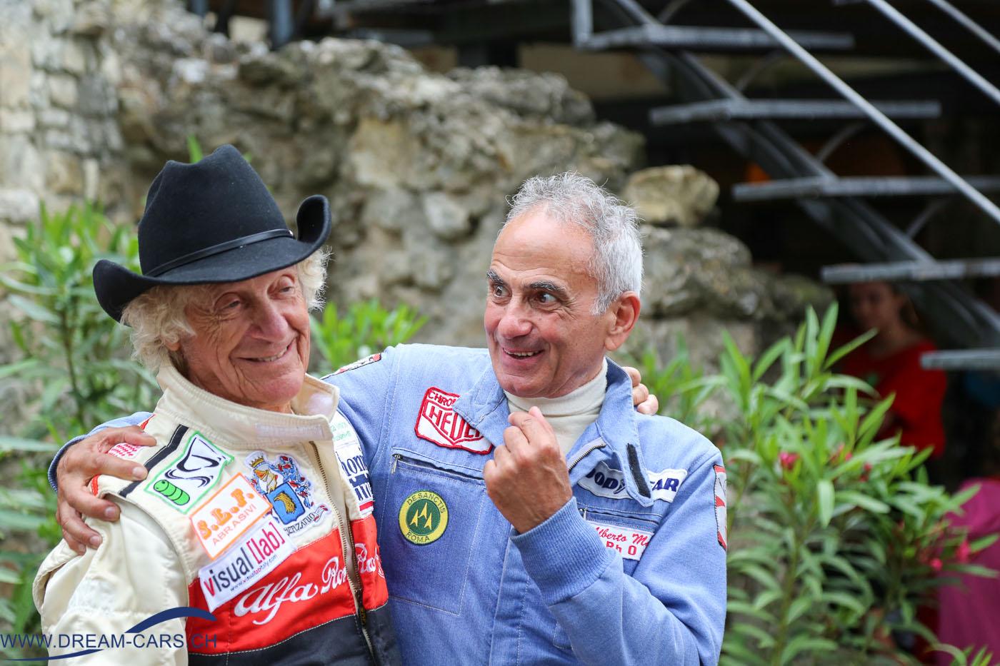 Vernasca Silver Flag 2016, Siegerehrung in Vernasca. Links der ehemalige Formel 1-Fahrer Arturo Merzario, unverkennbar mit seinem Cowboy-Hut.